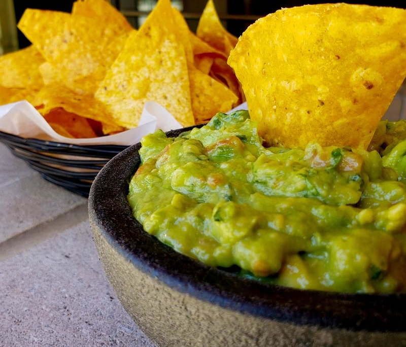 chips and guacamole at chicago mexican restaurant la cantina grill in south loop