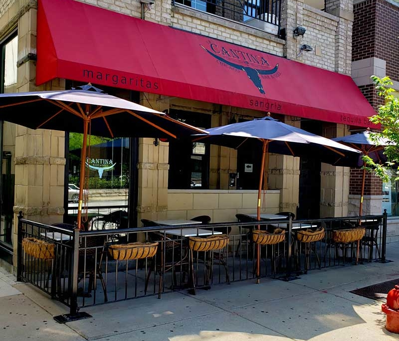 Outdoor dining in Chicago at La Cantina mexican restaurant